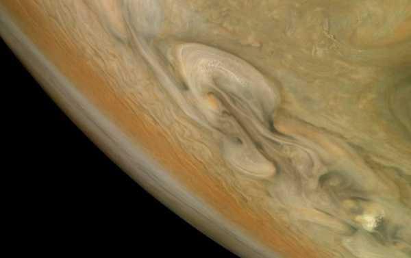 Сердечко на Плутоне