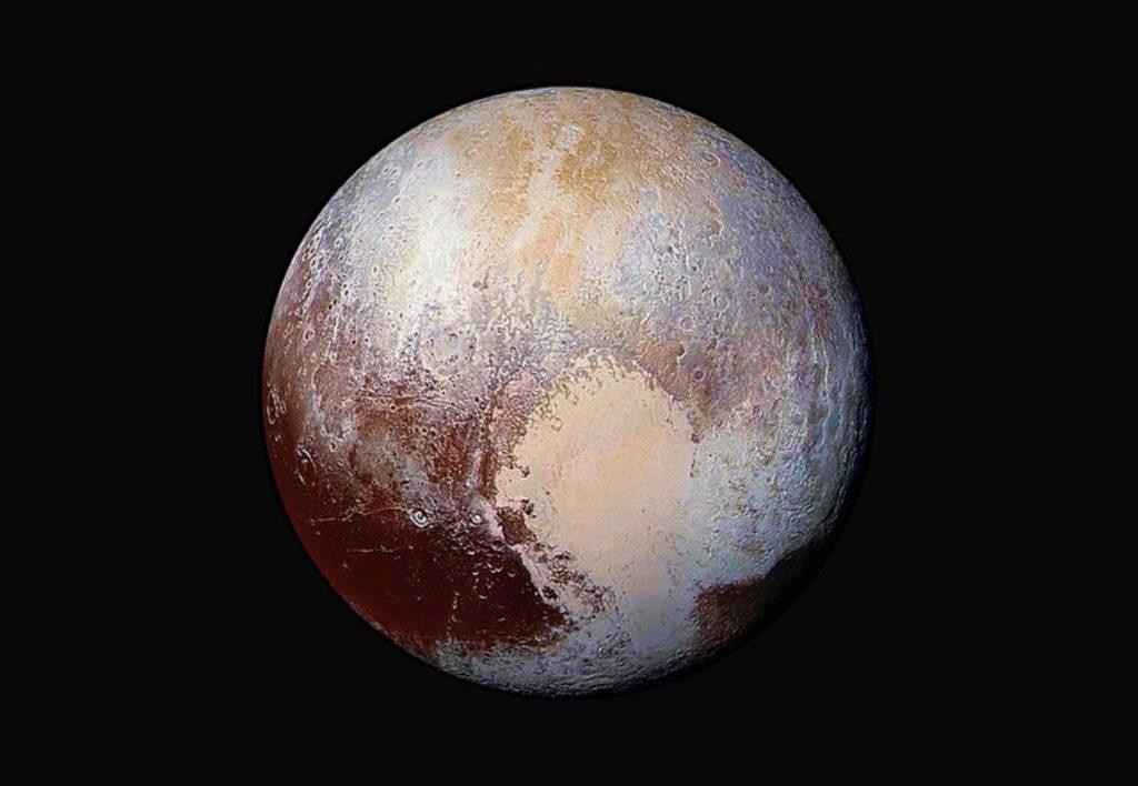 Вид издалека на дюны Плутона
