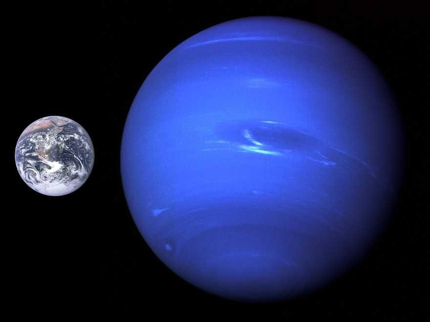 Нептун по сравнению с Землей