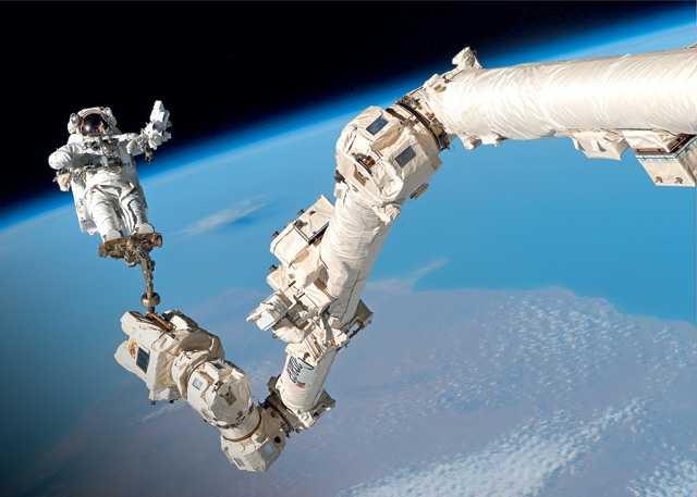 Роботы на космических станциях