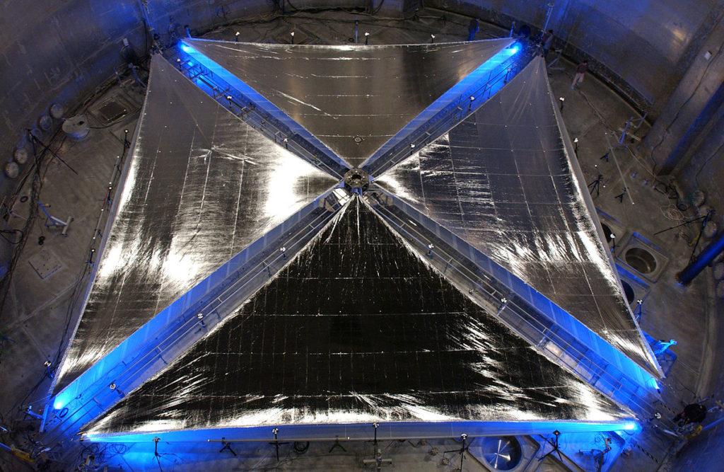 Солнечный парус IKAROS в лаборатории