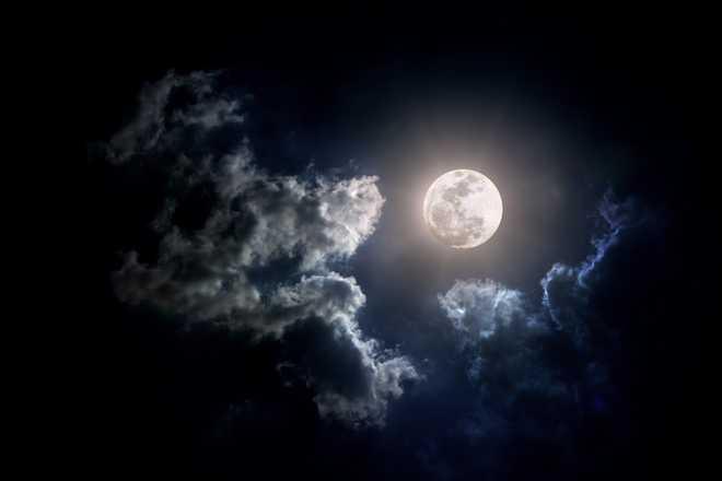 Китайцы собрались запустить искусственную луну