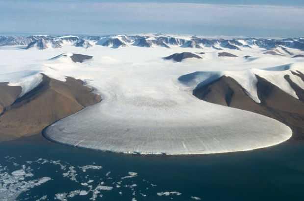 Кратер под ледником Гайаватa