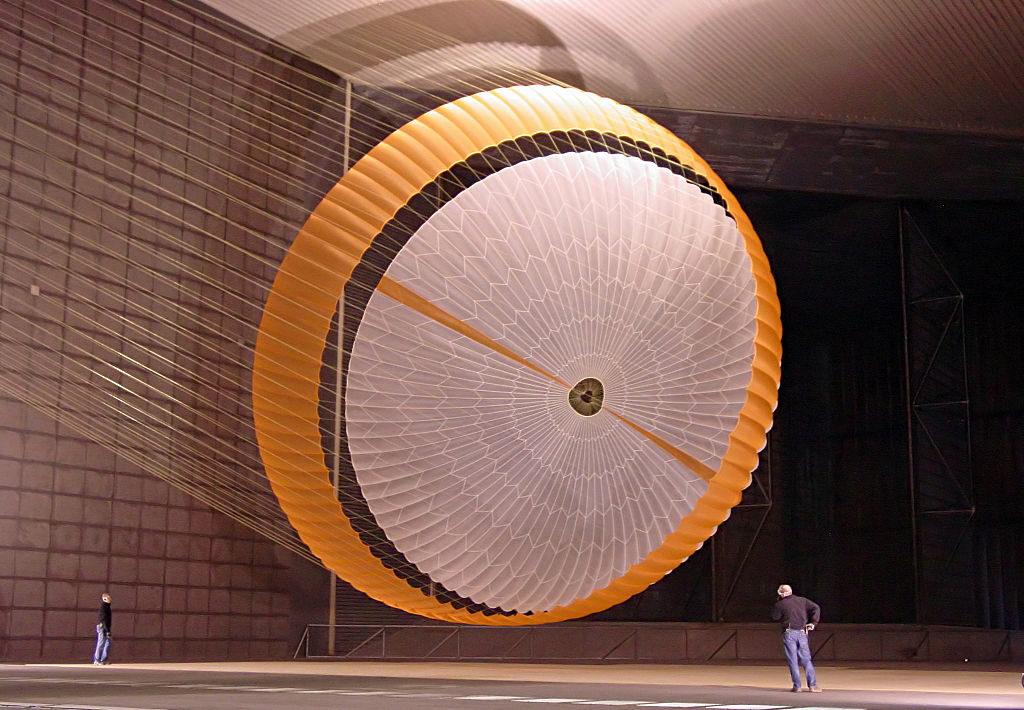 Марсоход Curiosity - сверхзвуковой парашют